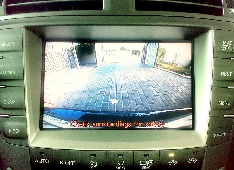 800px-Lexus_backup_camera1